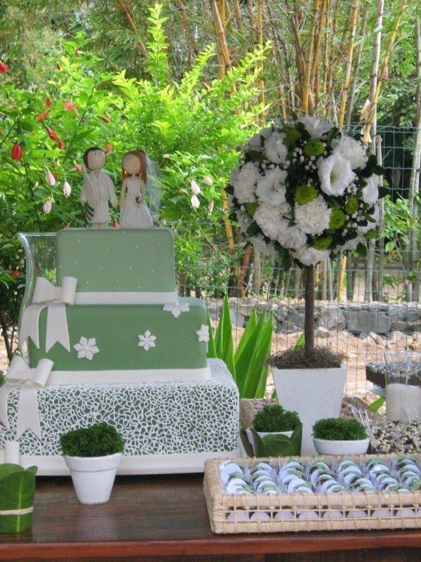 decoracao branca e verde casamento:Decoração verde e branco! Uma opção bem clean!