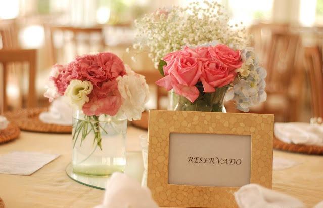 Decoração simples e delicada que pode ser feita pela própria noiva