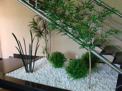 jardim-com-pedriscos-na-escada